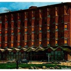 Postales: POSTAL POST CARD HOTEL SANTIAGO APOSTOL BURGOS FACHADA PRINCIPAL, CARRETERA MADRID IRÚN, SEAT 600.... Lote 197642792