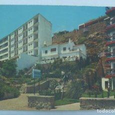 Postales: POSTAL DE TORREMOLINOS ( MALAGA ), COSTAL DEL SOL : HOTEL LAS MERCEDES Y VISTA PARCIAL. AÑOS 60. Lote 225339770