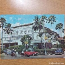 Postales: HOTEL RAFFLES.SINGAPOUR.CIRCULADA.1982.. Lote 225619765