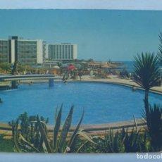 Postales: POSTAL DE TORREMOLINOS ( MALAGA ), COSTAL DEL SOL. PISCNA HOTEL RIVIERA Y VISTA PARCIAL. AÑOS 60. Lote 225963395