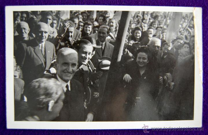 POSTAL FOTOGRAFICA DE LOGROÑO. AUTORIDADES Y GOBERNADOR CIVIL DE LOGROÑO LUIS MARTIN BALLESTERO.1945 (Postales - España - La Rioja Moderna (desde 1.940))