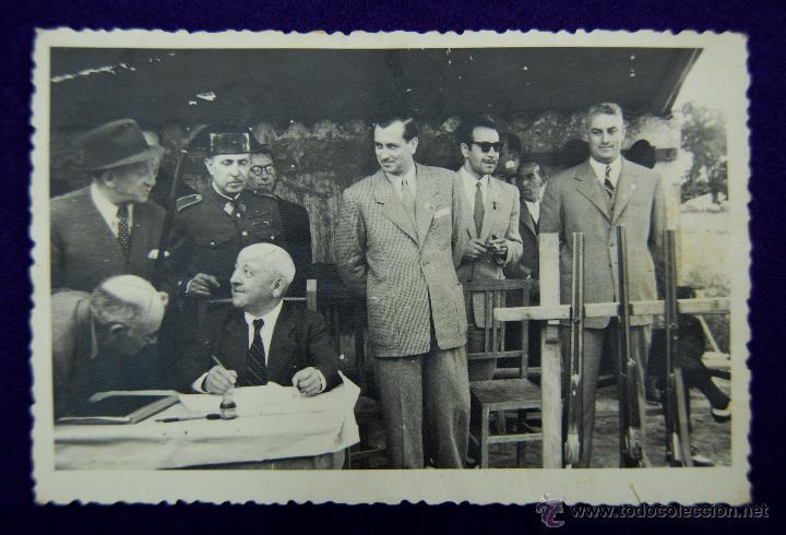 POSTAL FOTOGRAFICA DE LOGROÑO. CAMPEONATO DE TIRO. EN EL CENTRO EL GOBERNADOR CIVIL DE LOGROÑO. 1945 (Postales - España - La Rioja Moderna (desde 1.940))