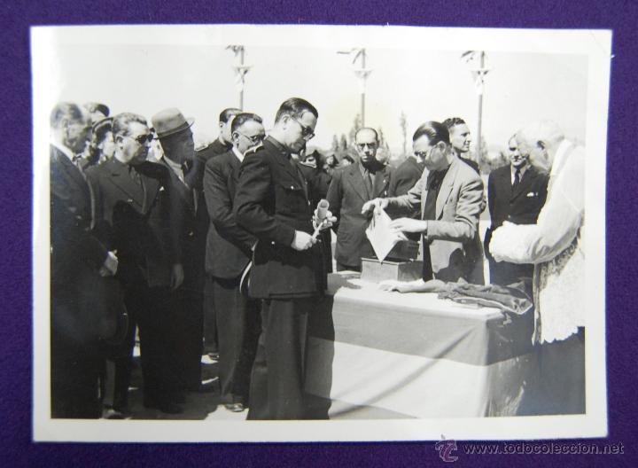 FOTO DE LOGROÑO. EL GOBERNADOR CIVIL BALLESTERO DE NEGRO EN EL CENTRO. FOTO PAYA. 1945. (Postales - España - La Rioja Moderna (desde 1.940))