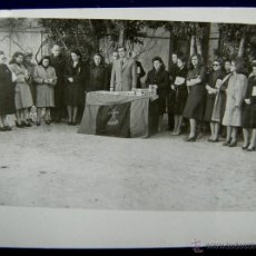 Postales: FOTO DE LOGROÑO. ENTREGA DE LIBROS A SECCIÓN FEMENINA POR EL GOBERNADOR , BALLESTERO. 1945. Lote 48370774