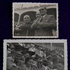 Postales: 2 FOTOS DE LOGROÑO. EN PLAZA DE TOROS EL GOBERNADOR CIVIL,LUIS MARTIN BALLESTERO. 1945. FOTO PASCUAL. Lote 49694258