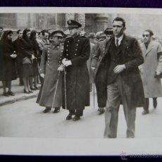 Postales: FOTO DE LOGROÑO. DESFILE AUTORIDADES. EL GOBERNADOR CIVIL,LUIS MARTIN BALLESTERO.1945. FOTO PALACIOS. Lote 49694353