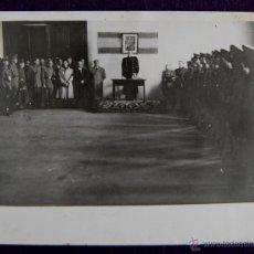 Postales: FOTO DE LOGROÑO. ACTO FALANGISTA, DIRIGIDO POR EL GOBERNADOR CIVIL BALLESTERO. FOTO PALACIOS. 1945. . Lote 49694381
