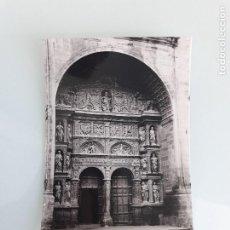 Postales: TARJETA POSTAL - HARO - LA RIOJA - PÓRTICO DE LA PARROQUIA - LIBRERÍA VIELA - SIN CIRCULAR. Lote 163601230
