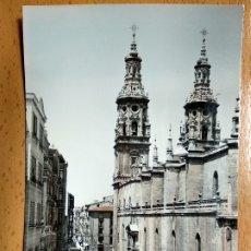 Postales: LOGROÑO - LA RIOJA - CALLE GENERAL MOLA Y LA CATEDRAL. Lote 178717782