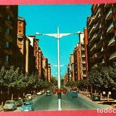 Postales: LOGROÑO (CAPITAL) 7401 CALLE VARA DE REY -ED. CALPEÑA-CIRCULADA-AÑOS 60-LA RIOJA. Lote 235978635