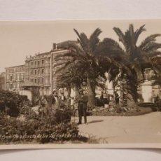 Postales: GIJÓN - UN ASPECTO DE LOS JARDINES DE LA REINA - CENSURA MILITAR - P50382. Lote 257352030