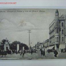 Postales: MELILLA ENTRADA AL PARQUE Y CALLE GENERAL MARINA. Lote 458181