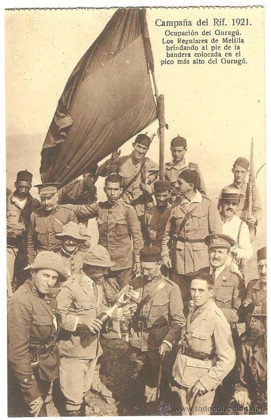 TARJETA POSTAL DE CAMPAÑA DEL RIF MELILLA - LOS REGULARES BRINDANDO AL PIE DE LA BANDERA - MARRUECOS (Postales - España - Melilla Antigua (hasta 1939))