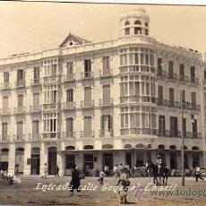 Postales: MELILLA. FOTOGRAFICA. ENTRADA CALLE GENERAL CHACIL. POSTAL MODERNA DE BOIX HERMANOS. ESCRITA 1919. Lote 33799719
