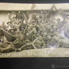 Postales: TARJETA POSTAL FOTOGRAFICA DE MELILLA MILITAR - SECCION DE ENLACES AFRICA 68 CON BANDERAS. Lote 46353988