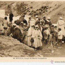 Postales: POSTAL ANTIGUA-MELILLA-GRUPO DE MOROS VENDEDORES. Lote 50258341