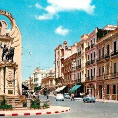 Postales: MELILLA - MONUMENTO Y AVENIDA DEL GENERALISIMO 1963 - ESCUDO DE ORO Nº20 - COCHES. Lote 57085658