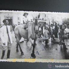 Postales: FOTO POSTAL MELILLA. CONCURSO DE PAREJAS A CABALLO. MELILLA, AÑO 1946. Lote 81438664