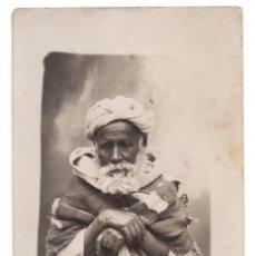 Postales: FOTOGRAFÍA POSTAL MELILLA 1912 - ANCIANO CON ROPAS TÍPICAS TUAREG. Lote 86438296
