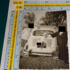 Cartes Postales: FOTO FOTOGRAFÍA. AÑOS 40 - 60. MELILLA - PROTECTORADO ESPAÑOL EN MARRUECOS. SEAT 600 MARROQUÍ, MONJA. Lote 99691471
