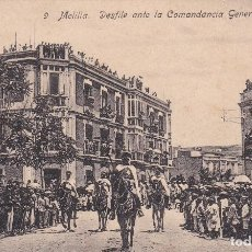 Postales: POSTAL DE MELILLA - DESFILE ANTE LA COMANDANCIA GENERAL. Lote 125629811