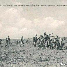 Postales: MELILLA-SOLDADOS DEL BATALLÓN DISCIPLINARIO BATIENDO AL ENEMIGO EN SIDI-MUZA-MUY RARA. Lote 135766710