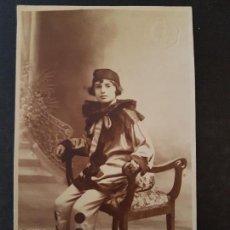 Postales: MELILLA AÑOS 20 NIÑA DISFRADA DE ARLEQUIN J. VALLE FOTOGRAFO POSTAL FOTOGRAFICA. Lote 147613478