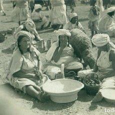 Cartoline: MELILLA MORAS MERCADO FRUTAS Y CAZUELAS.ZOCO DEL HAD. HACIA 1910. FOTO LÁZARO.. Lote 159841934