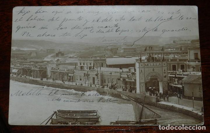 FOTO POSTAL DE MELILLA, EL MURO ADORNADO POR LA VISITA DE ALFONSO XIII, CIRCULADA, REVERSO SIN DIVID (Postales - España - Melilla Antigua (hasta 1939))