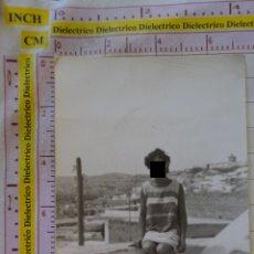 Postales: FOTO DE MELILLA. AÑOS 50 60. AL FONDO FUERTE FORTÍN CUARTEL REINA REGENTE. 416. Lote 174087353