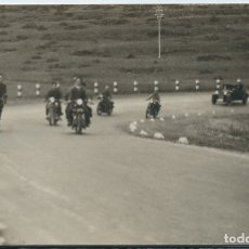 Postales: MELILLA - MOTORISTAS EN CARRETERA. Lote 175162207