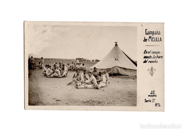 CAMPAÑA DE MELILLA.- EN EL CAMPAMENTO. LA HORA DEL RANCHO. POSTAL FOTOGRÁFICA. (Postales - España - Melilla Moderna (desde 1940))