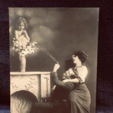 Postales: POSTAL 1912 MELILLA CUPIDO AMOR PROTEGE PAREJA EL FUMA INSCRITA BUEN ESTADO GARRIDO DE GALLONET. Lote 203634945