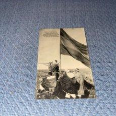 Postales: CAMPAÑA DEL RIF 1921- IRGUEMAN. EL KAID ABED EL KADER Y SU HARKA AL PIE DE LA BANDERA EN LA MESETA. Lote 267105534