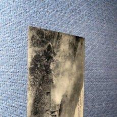 Postales: POSTAL CAMPAÑA DEL RIF AÑO 1921 OCUPACIÓN DEL GURUGÚ CASAS MORAS ARDIENDO. Lote 268121414