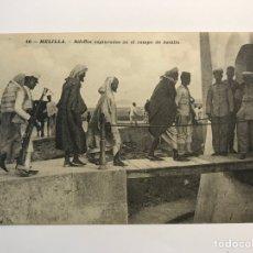 Cartoline: MELILLA MILITAR, POSTAL NO.10, RIFEÑOS CAPTURADOS EN EL CAMPO DE BATALLA (A.1908) CIRCULADA. Lote 269180293