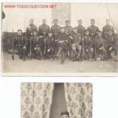 Postales: DOS POSTALES UNA DE SOLDADOS POSANDO Y OTRA DE GRUPO MILITARES. Lote 6740864