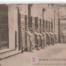 Postales: POSTAL MILITAR, ACADEMIA DE INFANTERIA DE TOLEDO CURSO 1913-14, EL GIMNASIO. Lote 7863149