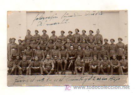 POSTAL FOTOGRÁFICA DE UN GRUPO DE MILITARES DENTRO DEL CUARTEL. (Postales - Postales Temáticas - Militares)