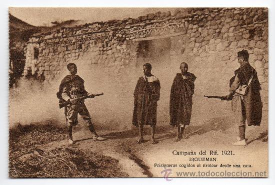 CAMPAÑA DEL RIF. AÑO 1921. IRGUEMAN. PRISIONEROS COGIDOS AL TIROTEAR DESDE UNA CASA. (Postales - Postales Temáticas - Militares)