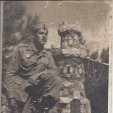 Postales: PS3024 FOTOGRAFÍA EN B/N DE MILITAR DE BATALLÓN DE INGENIEROS, 1950. SIN NINGUNA REFERENCIA. Lote 28697697
