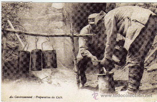 BONITA POSTAL - SOLDADOS PREPARANDO EL CAFE(REPRODUCCION) (Postales - Postales Temáticas - Militares)