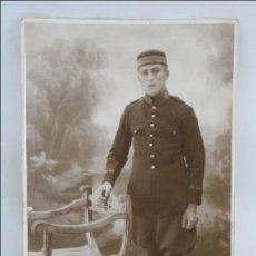 Postales: ANTIGUA POSTAL FOTOGRÁFICA - RETRATO DE UN SOLDADO - AÑO 1926, MELILLA - SIN CIRCULAR. ESCRITA DORSO. Lote 45735590