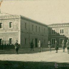 Postales: SOLDADOS DE INFANTERIA. PATIO DEL CUARTEL. HACIA 1925.. Lote 52306465