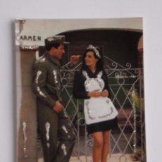 Postales: PRECIOSA POSTAL DE LOS AÑOS 70 CON DETALLES ENGALARDONADOS EN PURPURINA , MODELOS COLECCIONABLES. Lote 54672977