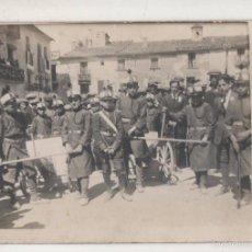 Postales: BATALLON INFANTIL POSANDO EN PLAZA DEL PUEBLO. AÑOS 1920S. POSTAL FOTOGRÁFICA SIN CIRCULAR. Lote 55901082