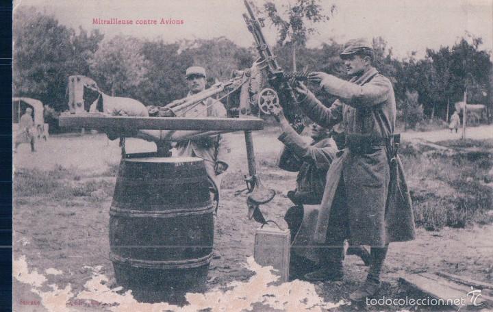 POSTAL SOLDADOS MILITARES AMETRALLANDO CONTRA AVIONES. ESCRITA AL REVERSO. FRANCESA (Postales - Postales Temáticas - Militares)
