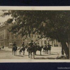 Postales: ANTIGUA POSTAL UN PASEO POR MADRID HUSARES DE LA GUARDIA REAL COLECCIONES LOTY SERIE II 16. Lote 58326025