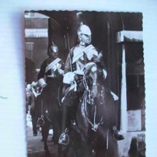 Postales: POSTAL INGLESA DE CABALLERIA CON CORACEROS DE LA GUARDIA REAL A CABALLO. LONDRES. Lote 61333103