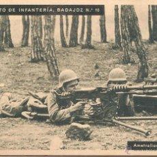 Postales: RGTO. DE INFANTERIA BADAJOZ Nº 10, AMETRALLADORA EN FUEGO - HUECOGRABADO MUMBRÚ - S/C. Lote 67144129